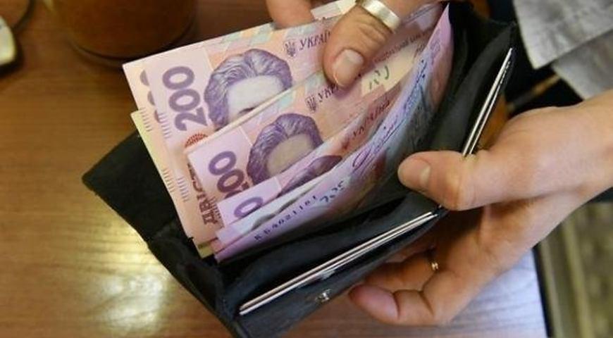 Хто в Україні заробляє найбільше: названо середні зарплати