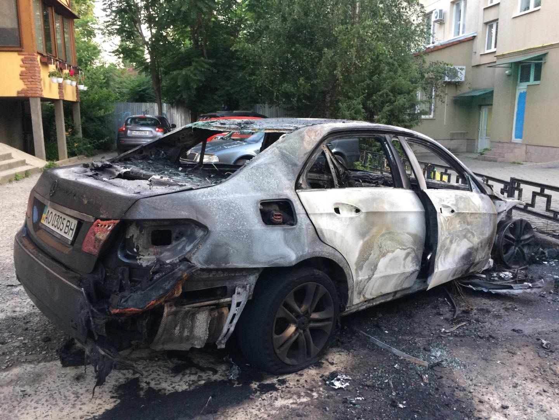Підпал машини чиновника в Ужгороді: поліція відкрила кримінальне провадження