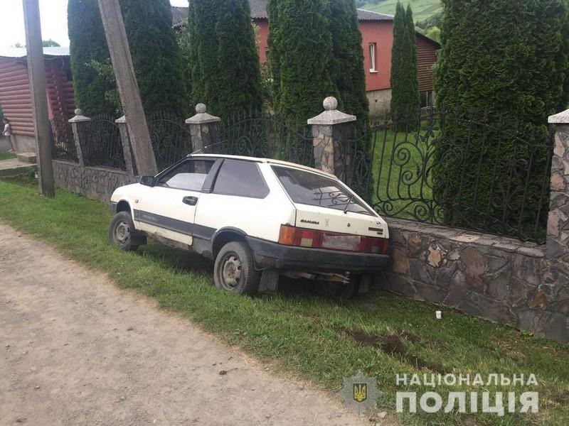 Авто опинилося у кюветі: молодий чоловік скоїв ДТП у Нижніх Воротах Воловецького району