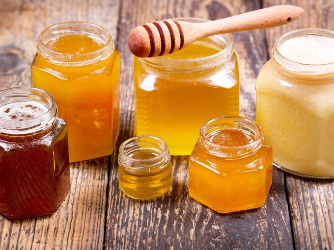 Закарпатська родина виготовляє унікальні лікарські препарати з меду в Хустському районі