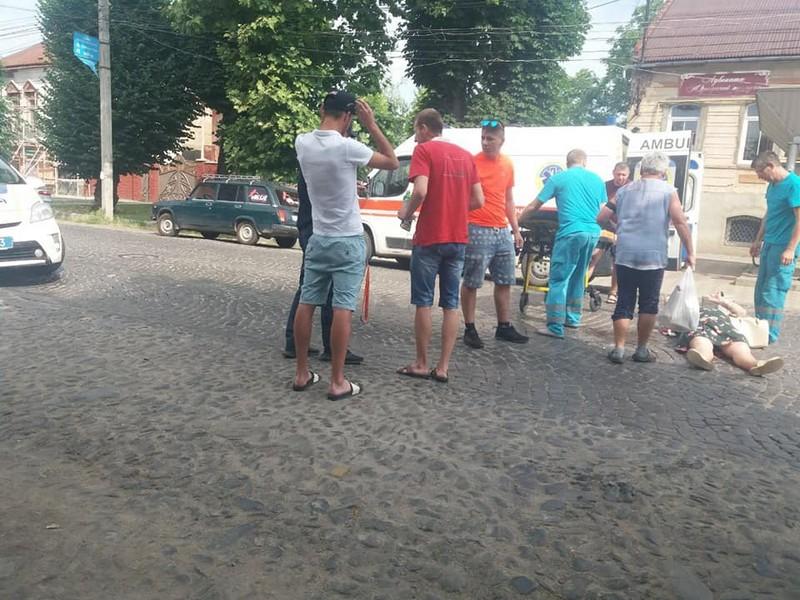 Жінка раптово вийшла на дорогу: подробиці сьогоднішньої ДТП у Мукачеві