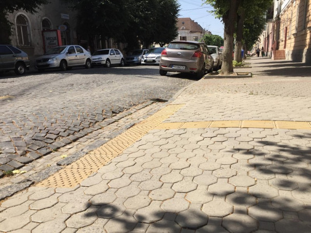 У Мукачеві облаштовують переходи для людей з обмеженими можливостями