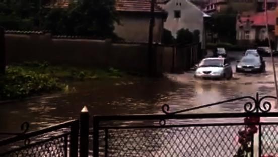 Після зливи вулиці Мукачева перетворились на ріки