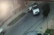 В'їхала в авто і втекла: камери зафіксували аварію в центрі Мукачева