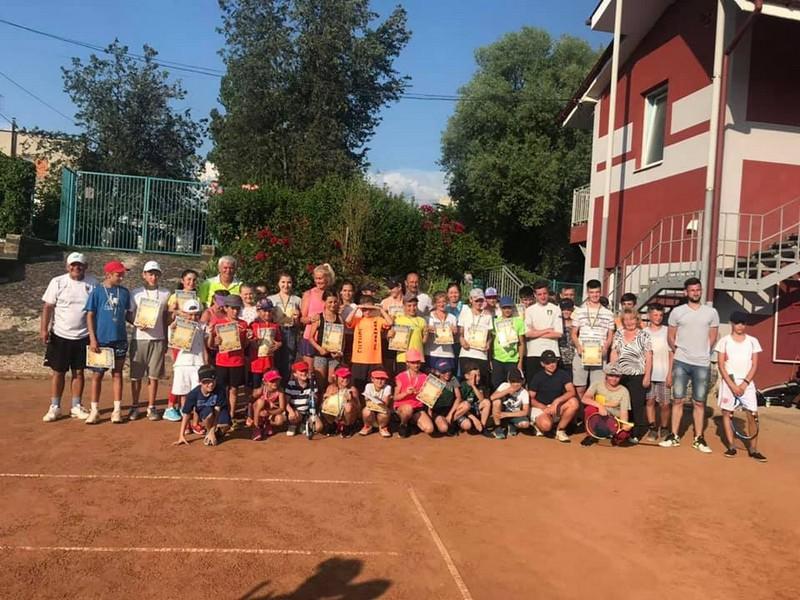 Мукачівці здобули призові місця на змаганнях із тенісу в Ужгороді