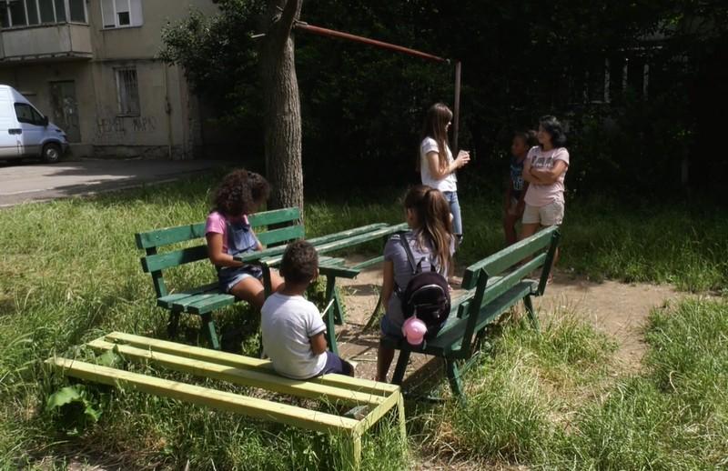 У Мукачеві на вулиці Молодіжній двоє дорослих чоловіків чіплялися до дітей