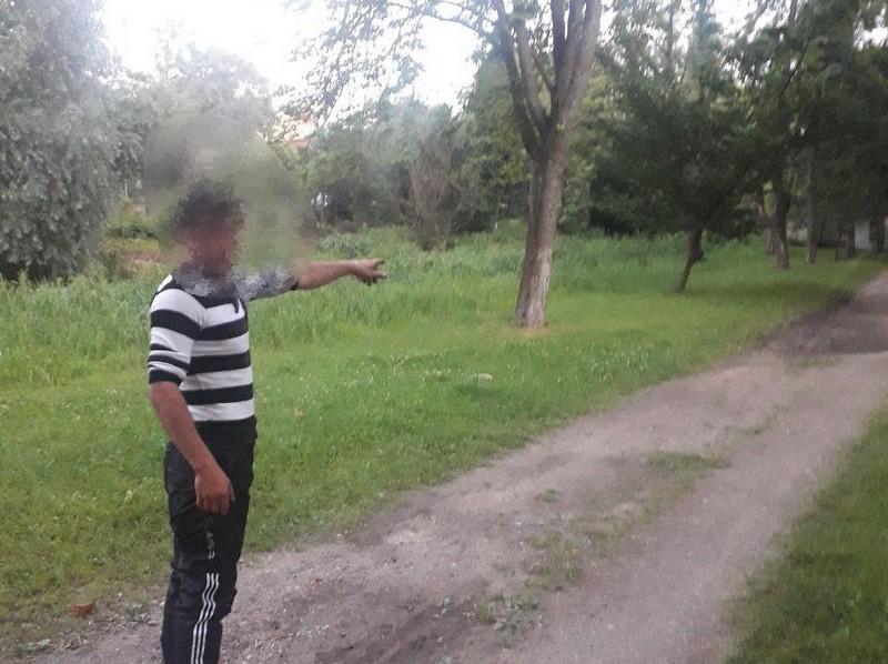 Двоє чоловіків силою відібрали у закарпатця телефон і гроші у місті Берегово