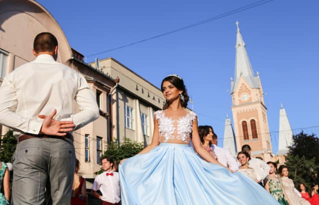 У центрі Мукачева перекриють кілька вулиць через парад випускників