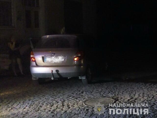 П'яна і без водійського посвідчення: вночі поліція зупинила горе-водійку у місті Хуст