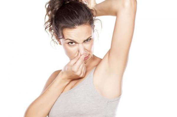 Як позбутися неприємного запаху поту: поради від Супрун