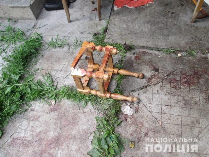 У Тячеві в дворі знайшли мертвого чоловіка