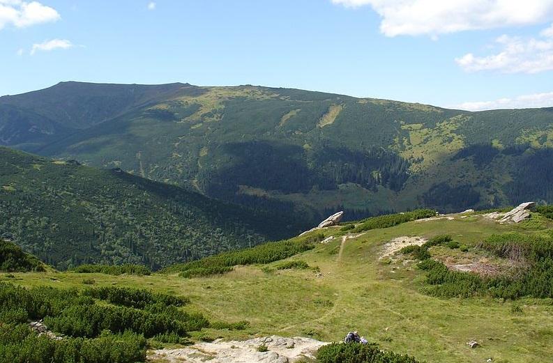 Біля гори Менчул вчора травмувався чоловік із Чехії. Його досі шукають