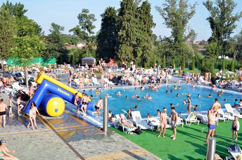 Потонув у басейні в Ужгороді: жінка каже, що залишила племінника із села Довге без нагляду на кілька секунд