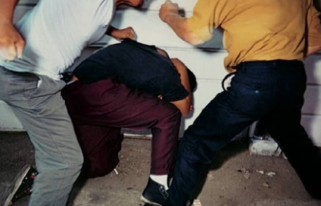 Двоє чоловіків побили хлопця в Ужгороді біля нічного клубу