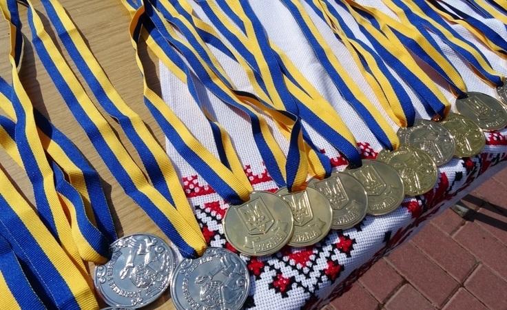 Кращим ужгородським випускникам вручили медалі