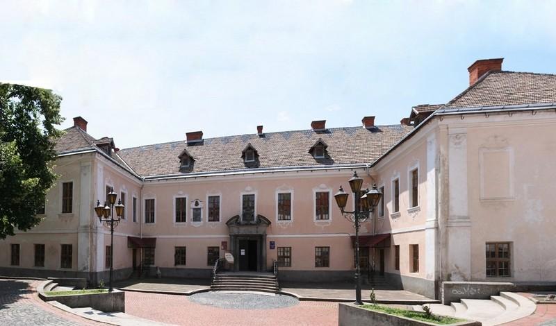Сьогодні у Мукачеві відбудеться концерт, приурочений Дню Конституції