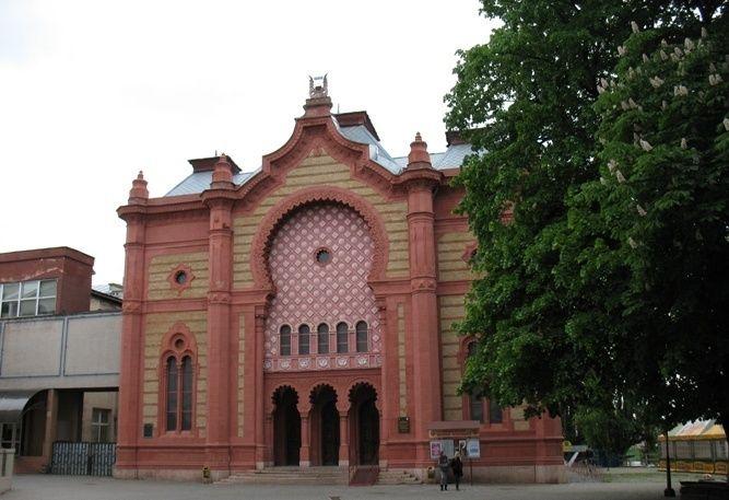 У центрі Ужгорода руйнується унікальна будівля