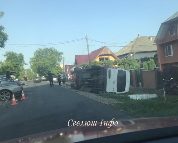 На Виноградівщині мікроавтобус потрапив у ДТП