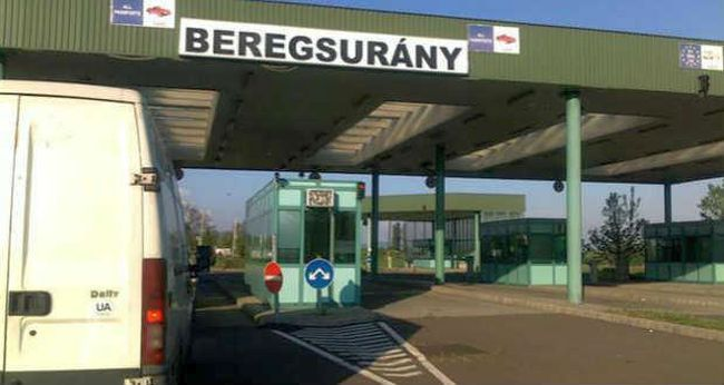 На кордоні з Угорщиною великі черги: поліція сусідньої країни дала деякі поради