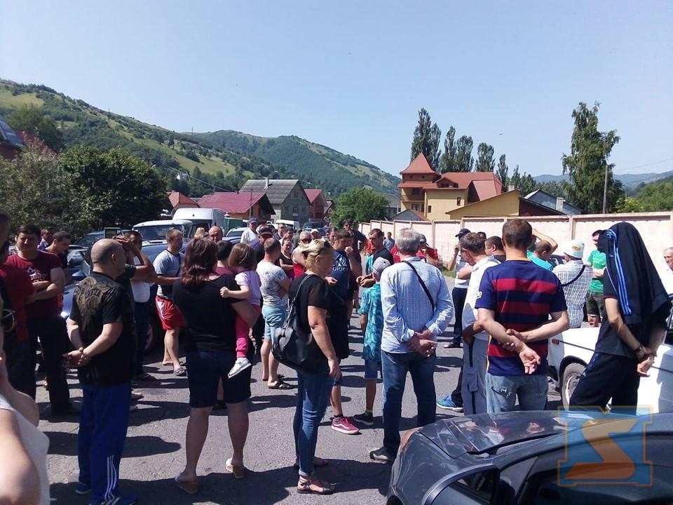 Мешканці сіл Богдан та Луги перекрили трасу Мукачево – Рогатин