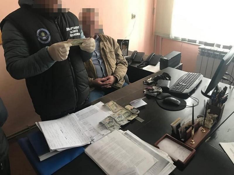 Чиновник із Закарпатської ОДА попався на хабарі. Зараз він під домашнім арештом