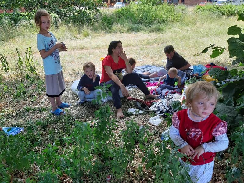 Багатодітна мати із Рахова веде асоціальний спосіб життя: 6 дітей певний час жили просто неба в Ужгороді