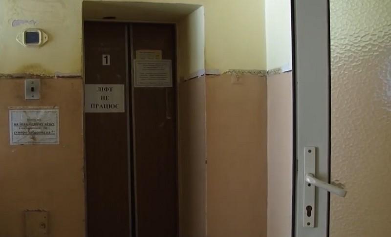 У Мукачівській ЦРЛ кілька тижнів не працює ліфт