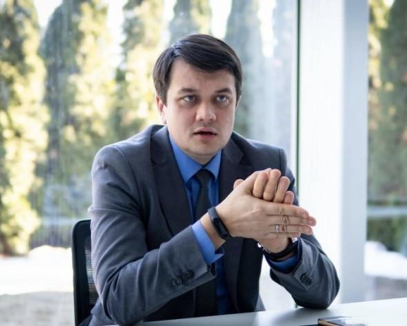 """Голова партії """"Слуга народу"""" Дмитро Разумков заявив, що швидко врегулювати конфлікт на Донбасі не вийде"""