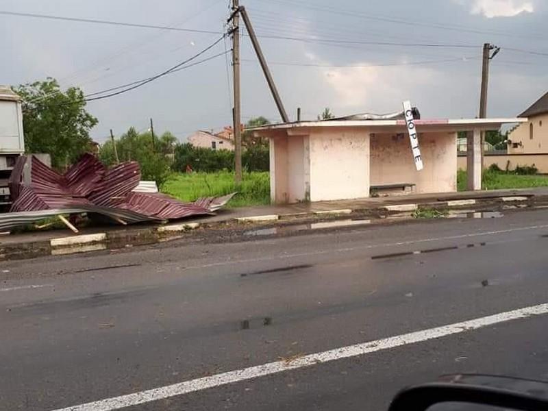 У селі Сюрте під час негоди травмовано двоє людей