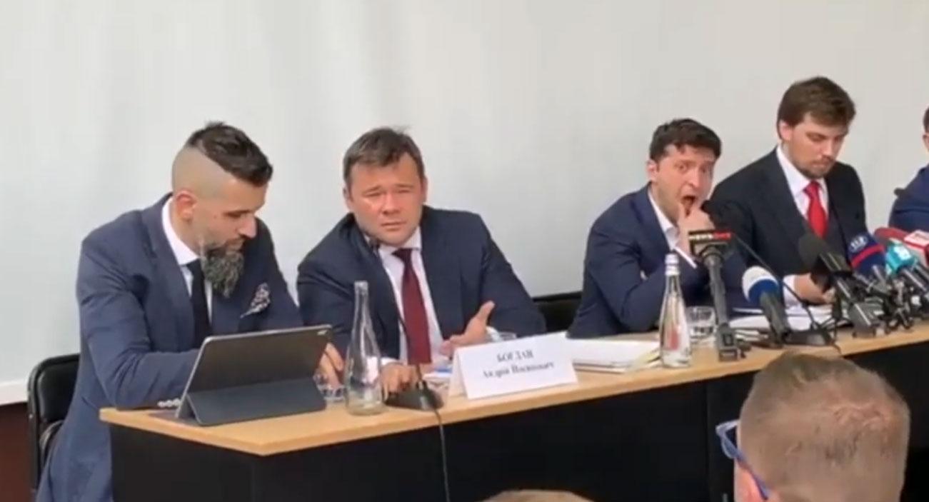 Дивна поведінка Володимира Зеленського в Ужгороді: відео