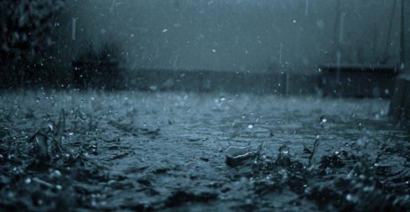 В Ужгороді на Івана Купала затопило дорогу під Радванським мостом