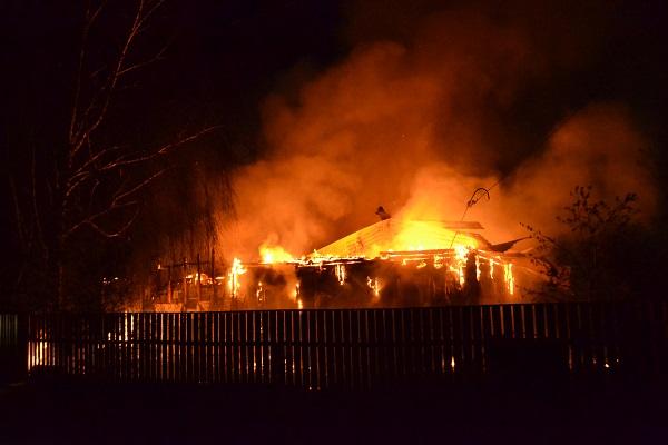 У місті Рахів вночі згорів вщент житловий будинок