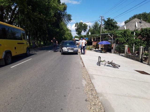9-річна дитина потрапила під колеса автомобіля Мерседес у селі Руська Долина Виноградівського району