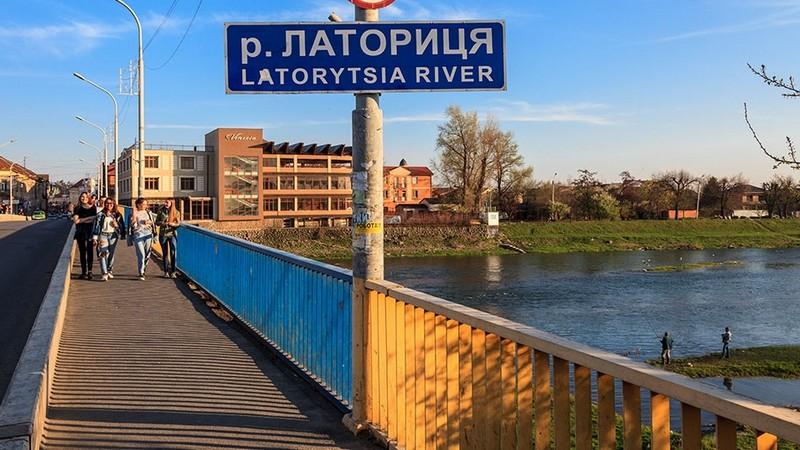 У Мукачеві із річки Латориці витягли труп