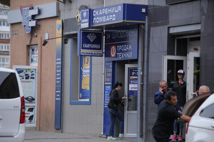 Боротьба з рекламою: у Мукачеві цьогоріч демонтували 120 об'єктів зовнішньої реклами