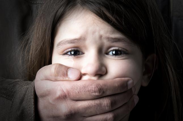 Верховна Рада ухвалила закон проти педофілів: відтепер їм загрожує хімічна кастрація, публічність та посилення кримінальної відповідальності