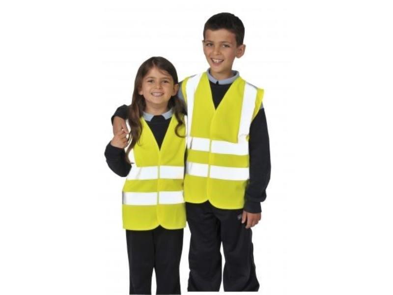 З 1 вересня дітей зобов'яжуть носити світловідбиваючі жилети в темну пору доби