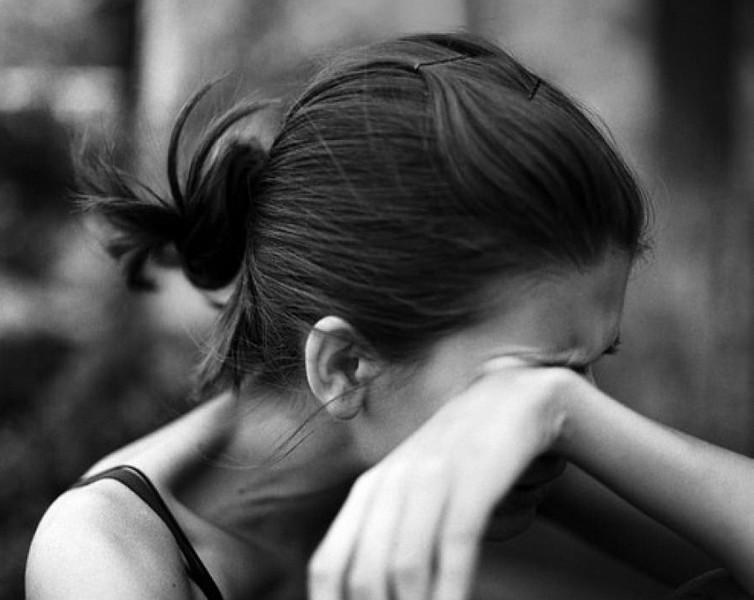 У селі Заріччя Іршавського району двоє чоловіків шантажували 20-річну дівчину