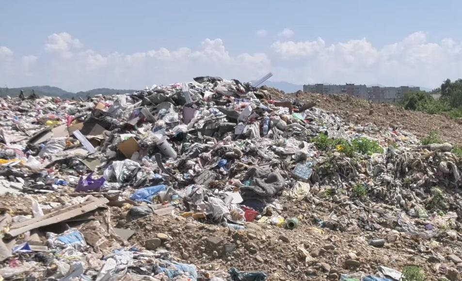 Закарпаття потопає у смітті