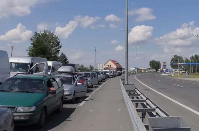Черги на КПП: люди на кордоні стояли по 5-6 годин