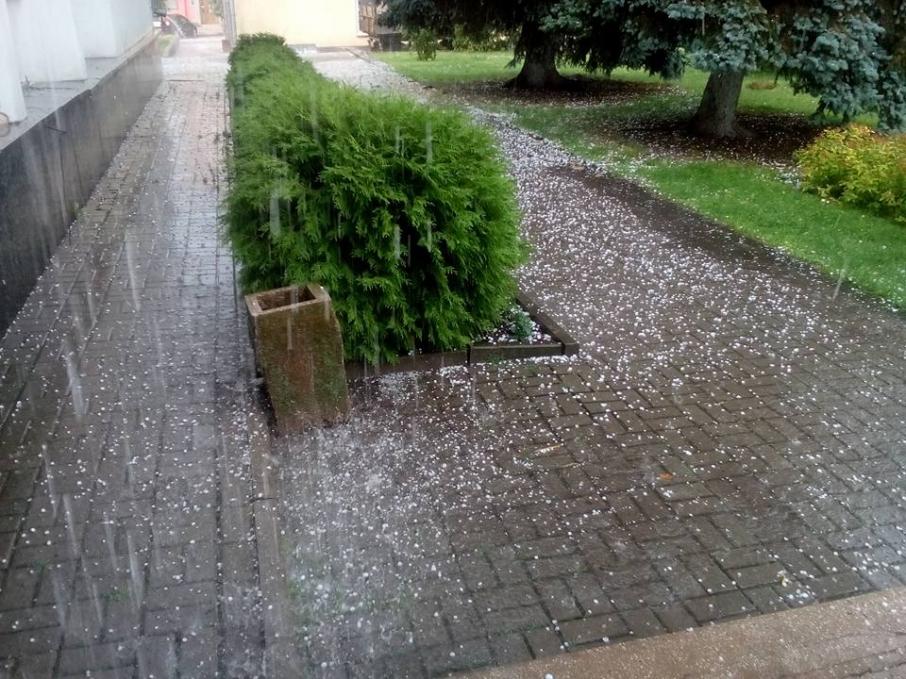 Ввечері на Закарпатті очікують сильні зливи, місцями град