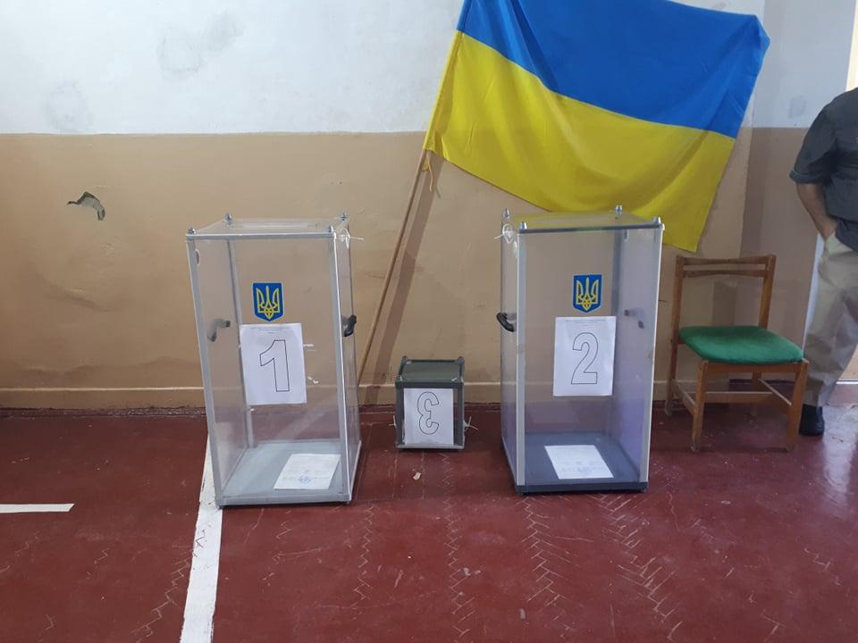 На кількох ДВК у Закарпатті не вистачає скриньок для голосування