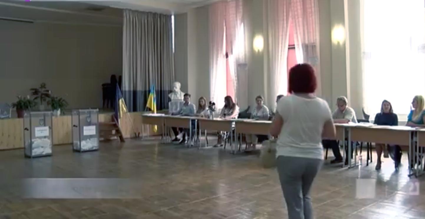 На Закарпатті кілька виборчих дільниць розпочали роботу без світла