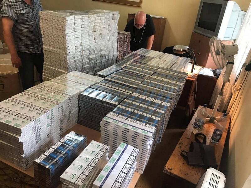 У вагоні потягу знайшли ящики з контрабандними сигаретами