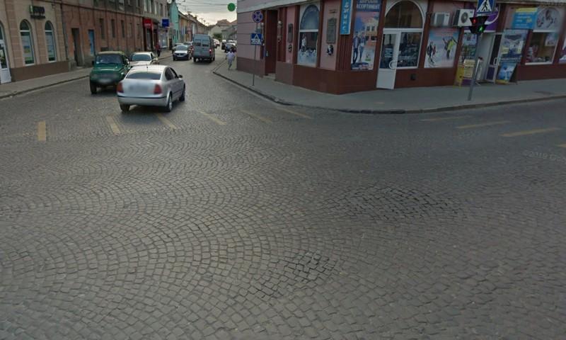Відомо, чому у Мукачеві не працює світлофор на перехресті вулиць Валленберга-космонавта Беляєва