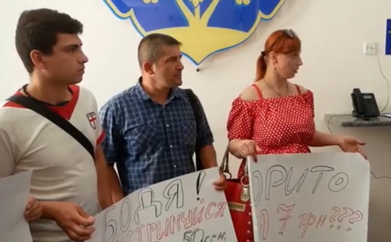 Декілька ужгородців прийшли на мітинг до міської ради
