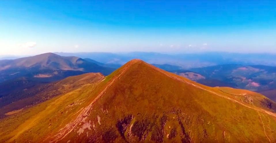 В мережі показали гору Говерла з висоти пташиного польоту