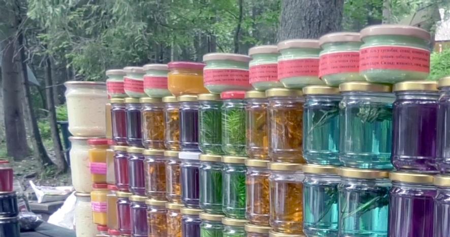 На Закарпатті масово продають кольоровий мед