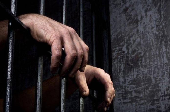 Суд узяв під варту чоловіка, який зберігав наркотики
