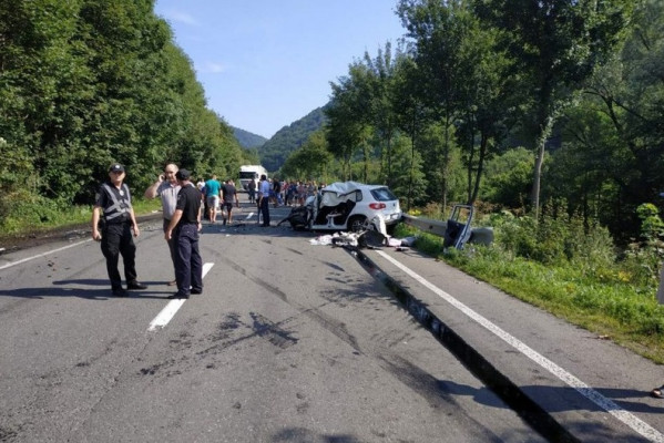 Три трупи: подробиці фатальної аварії на трасі Київ-Чоп